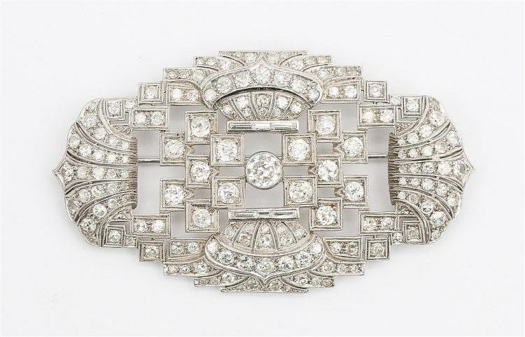 Art Deco diamond set platinum brooch. Total diamond weight a