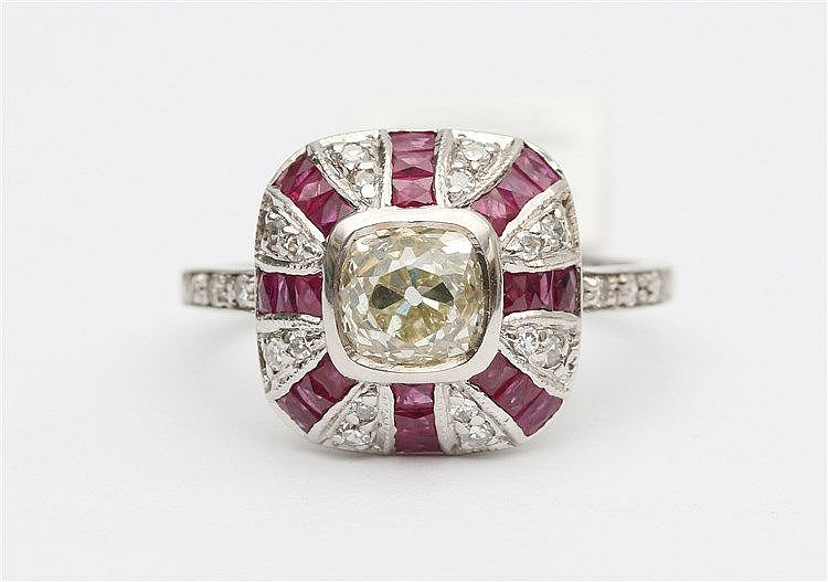 Diamond and ruby set 14 krt white gold ring. Central diamond in