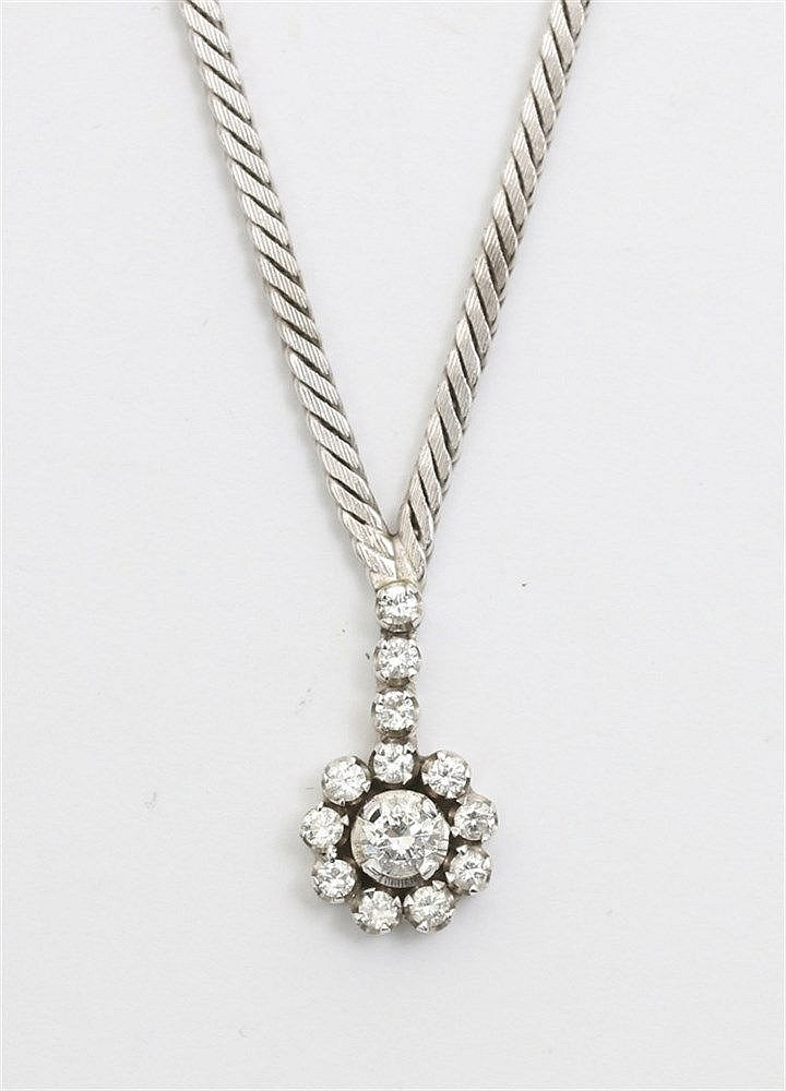 White gold 18 krt necklace with diamond set pendant. Total we