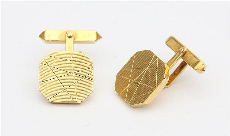 18 krt Yellow gold cuff links. Weight 9.9 gram.