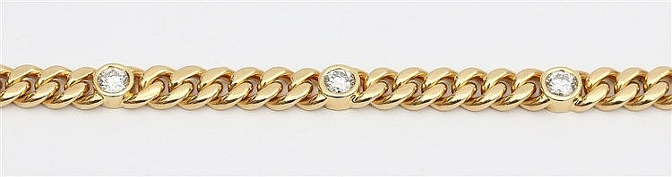 Yellow gold diamond set bracelet. With five brilliant cut diamo