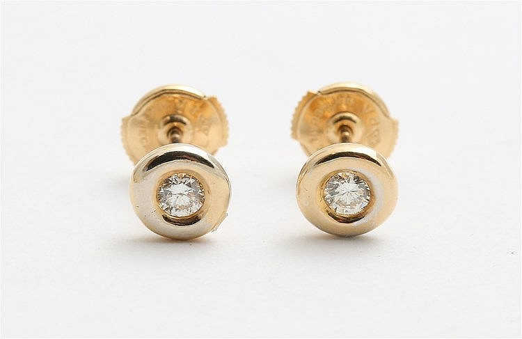 Pair of diamond set yellow gold earstuds. Total circa 0,14 ct.