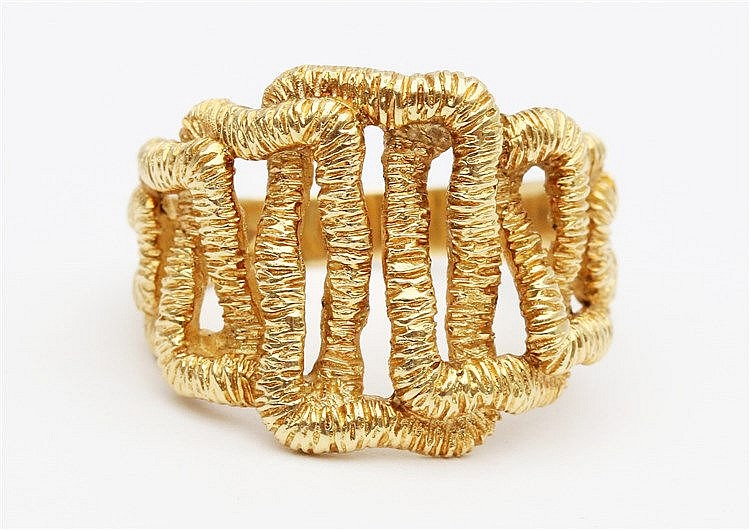 Yellow 18 krt gold fantasy ring. Ringmaat 19,5.