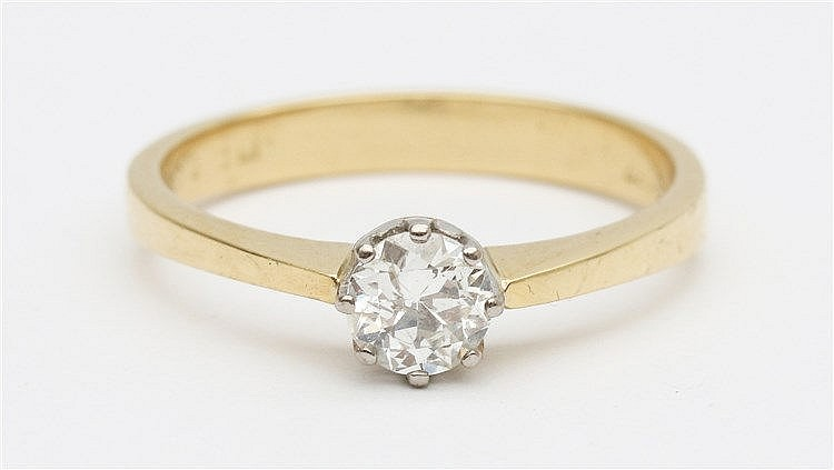 Diamond set 18 krt yellow gold ring. Diamond weight approx. 0.50
