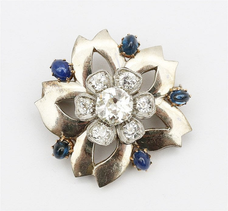 Gem set white gold brooch. Flower shaped with five petals. Set w