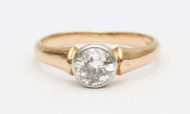 Diamond set yellow gold ring. Diamond weight approx. 0.80 ct. Ri