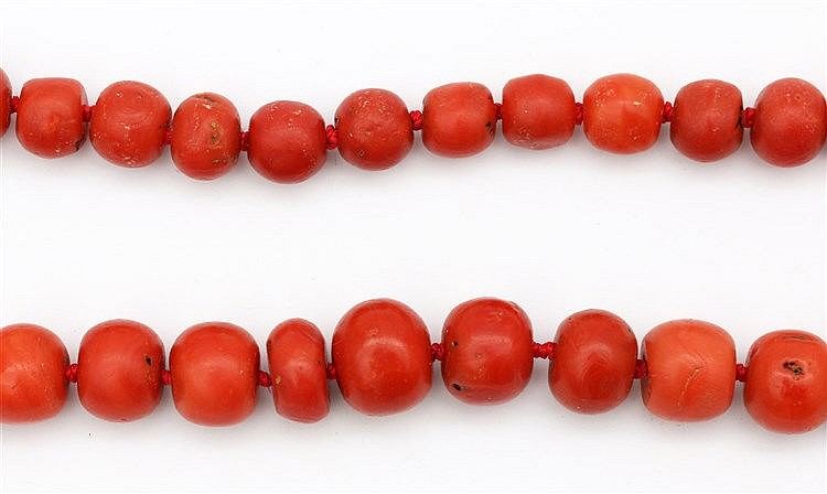 Blood coral necklace. Beads 12 - 18 mm diameter. Weight 200 gram