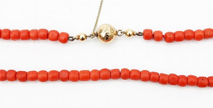 Bloodcoral necklace. 6.5-7 mm. With gold clasp. Total weight 36