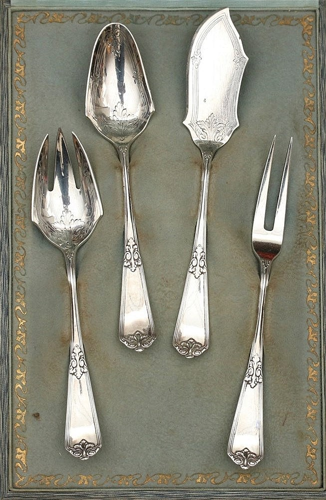 Silver Hors d'oeuvre set. In a case marked W. A. Holthuis, Arnhe