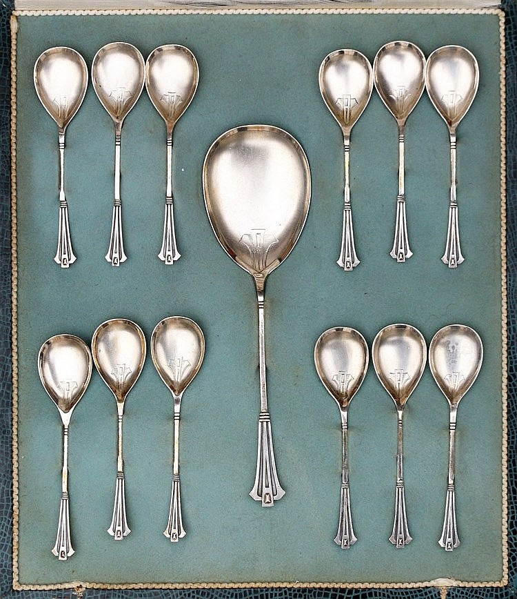 Silver ice spoon set by C. L. J. Begeer, Utrecht, 1907.