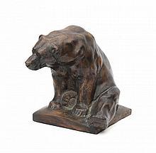 Joseph Franz Pallenberg (1882-1945) - A bronze sculpture, a sitting bear. Signed. - Hoogte 22