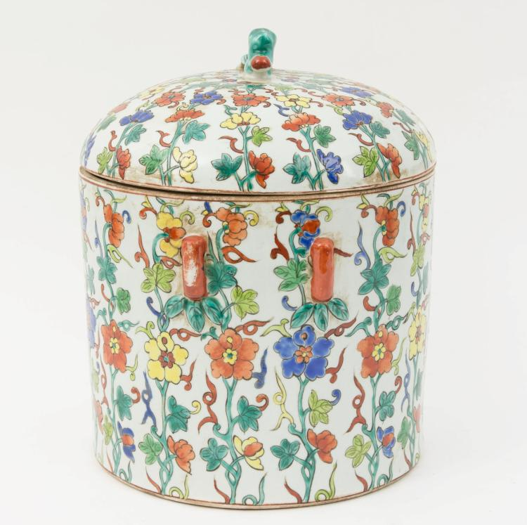 A Chinese porcelain jar with cover