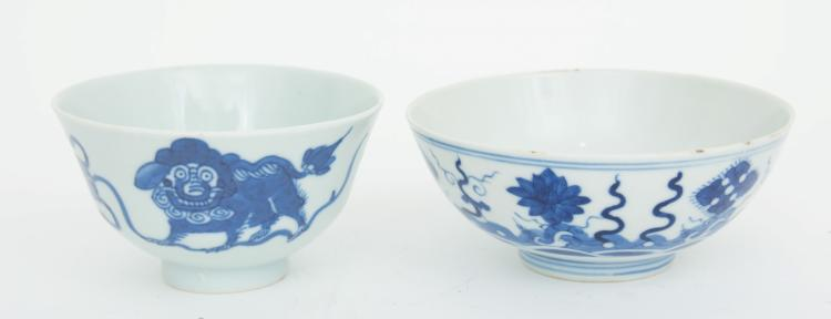 A lot of two Chinese porcelain cups (2)