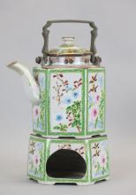 Chinese export porcelain teapot, 19th c.