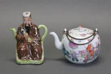2 Chinese porcelain teapots, Republican period