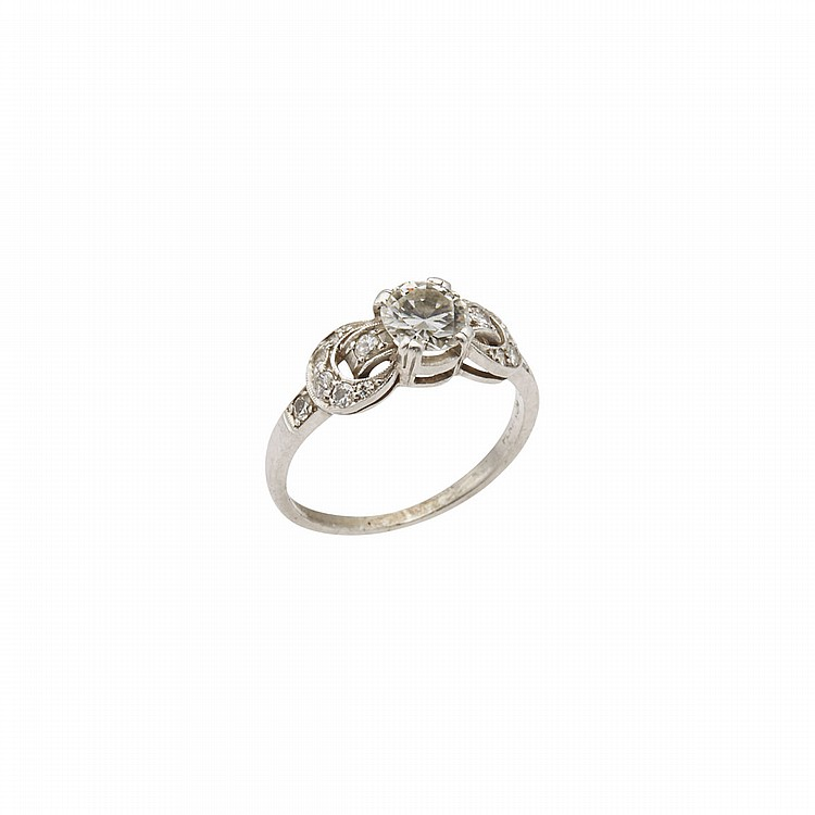 Platinum Ring, set with a European cut diamond (approx. 0.75ct.) flanked by 14 small old cut diamonds