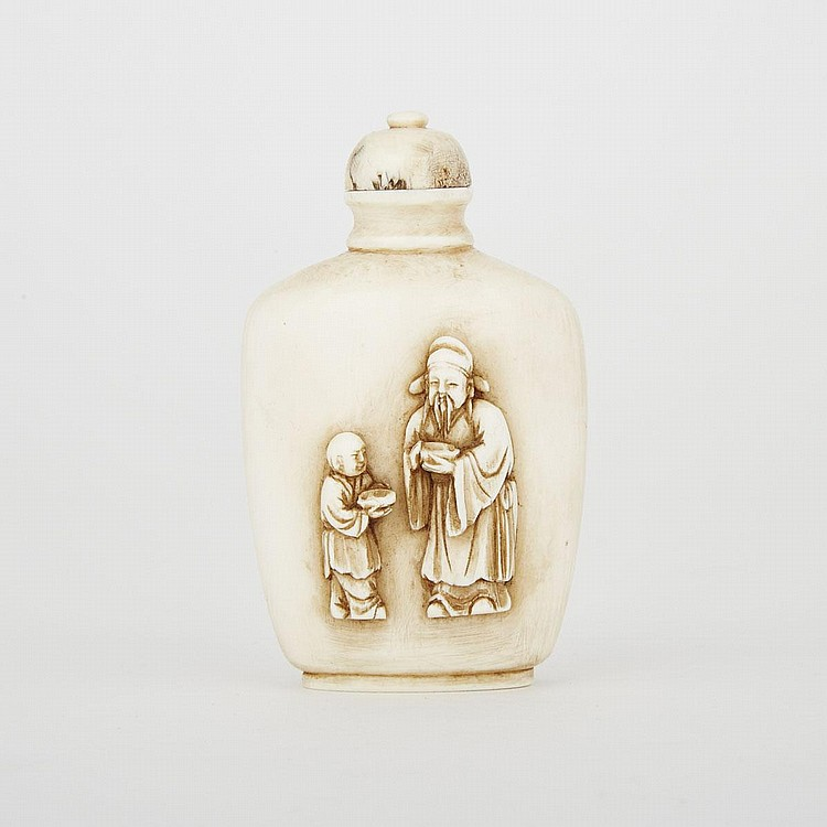 A Carved Ivory Snuff Bottle, Early 20th Century, 3.1