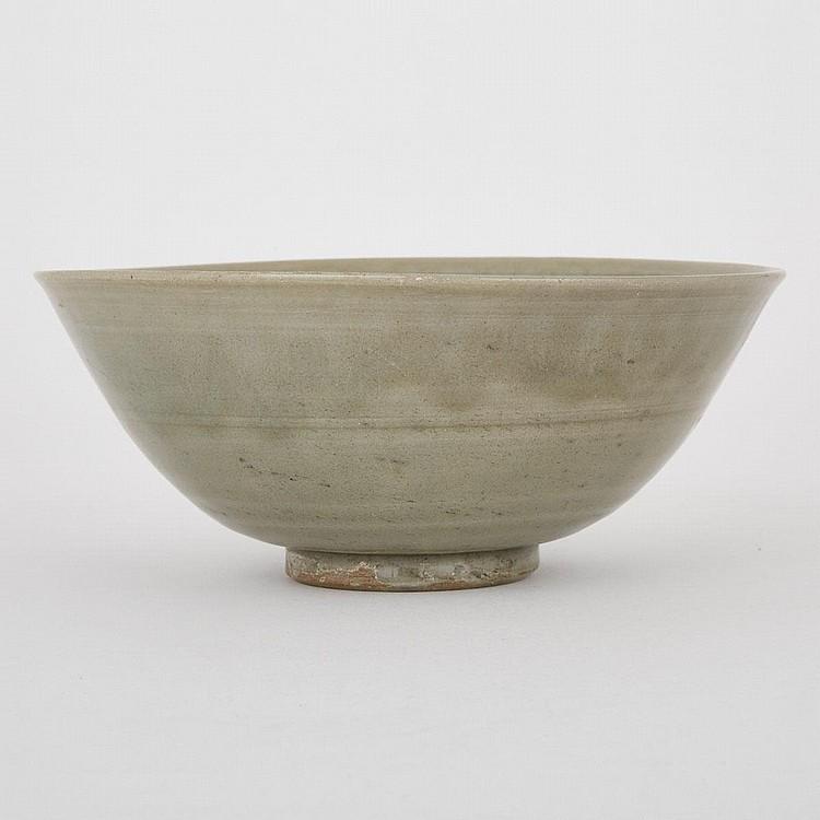 A Large Longquan Celadon Glazed Bowl, Yuen/Ming Dynasty, diameter 7.8