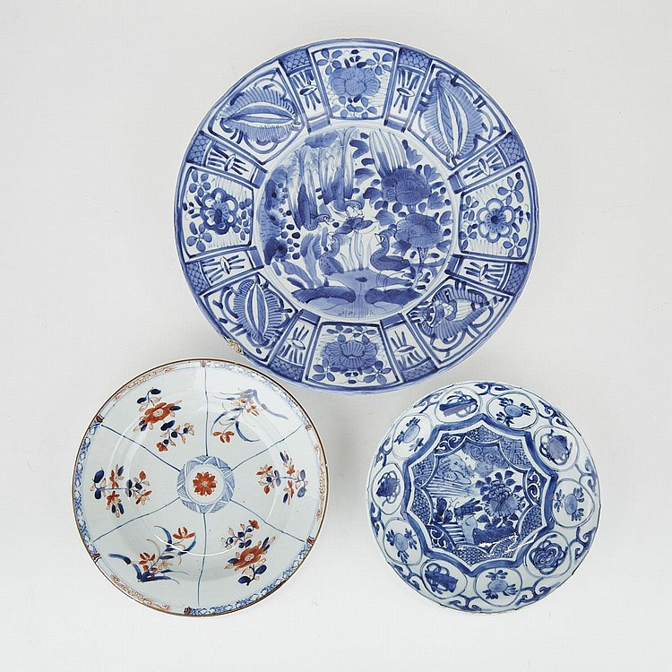 A Group of Three Chinese and Japanese Export Plates, 17th Century and Later, largest diameter 12.8