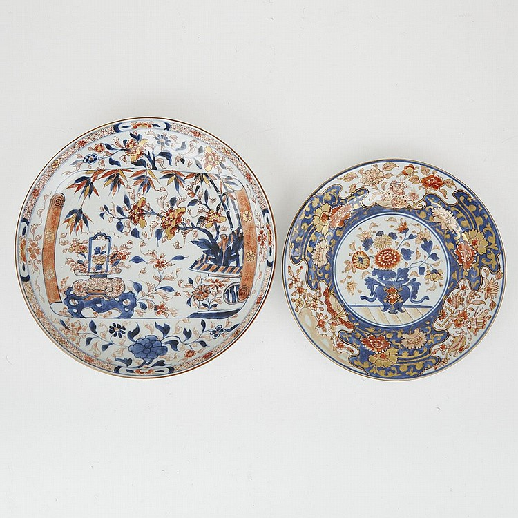 Two Chinese Export Imari Plates, Kangxi Period and Later, largest diameter 10.6