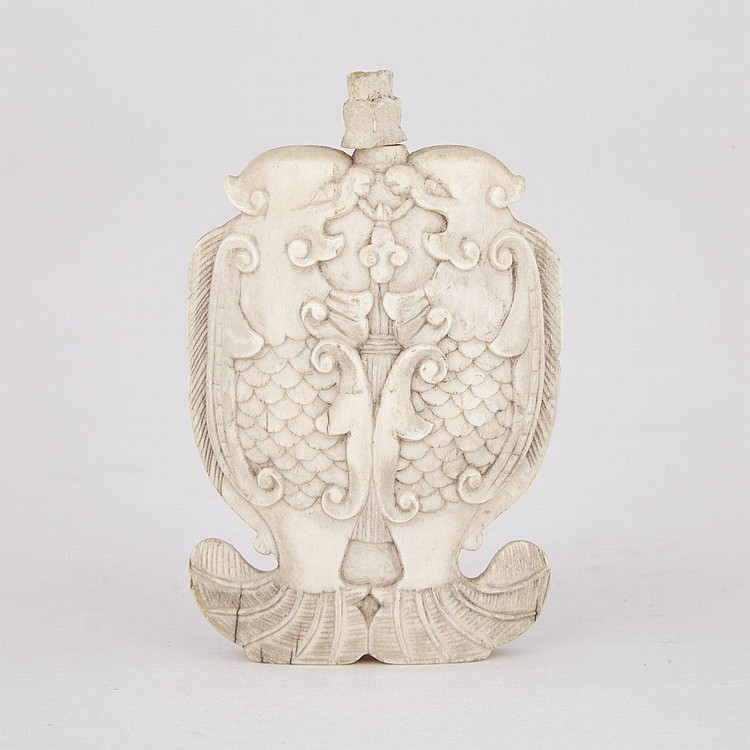 A Rare and Finely Carved Ivory 'Double Dragon Fish' Snuff Bottle, Late 19th Century, height 2.8