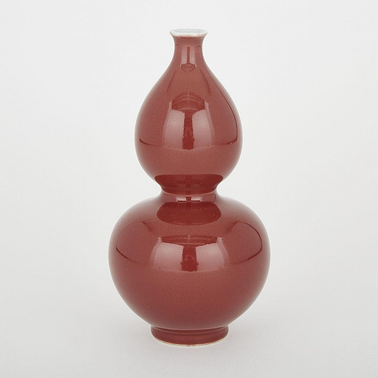 A Peachbloom-Glazed Double Gourd Vase, Qing Dynasty, 8.7