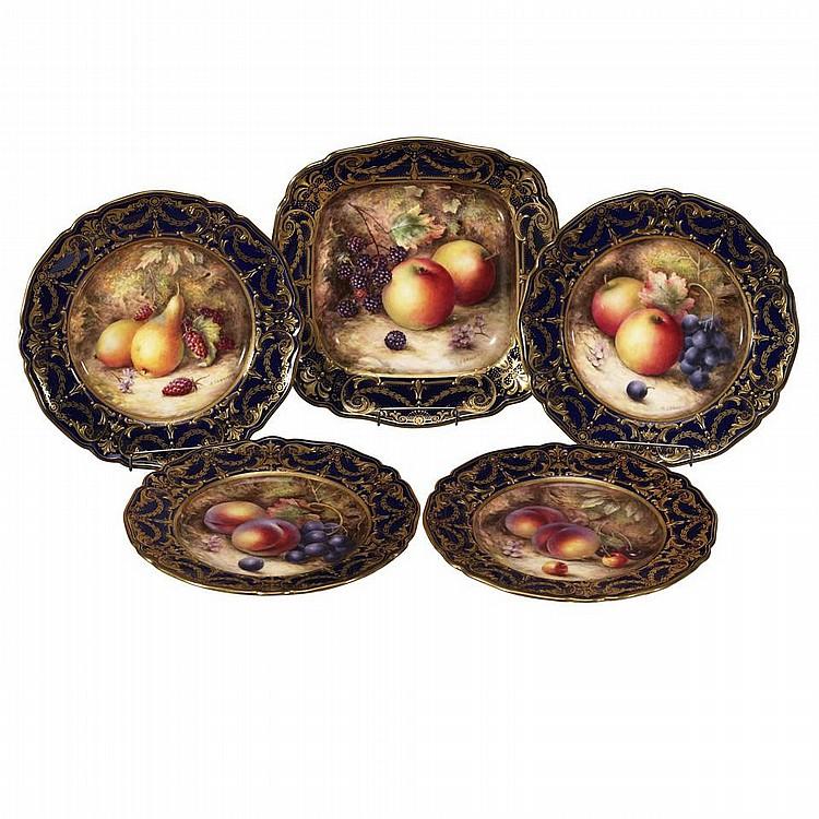 Four Royal Worcester Fruit Plates and Serving Dish, Richard Sebright, 1925diameter 8.7