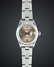 A LADIES STAINLESS STEEL ROLEX OYSTER PERPETUAL DATE BRACELET WATCH
