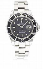 A GENTLEMAN'S STAINLESS STEEL ROLEX OYSTER PERPETUAL DATE SUBMARINER BRACELET WATCH