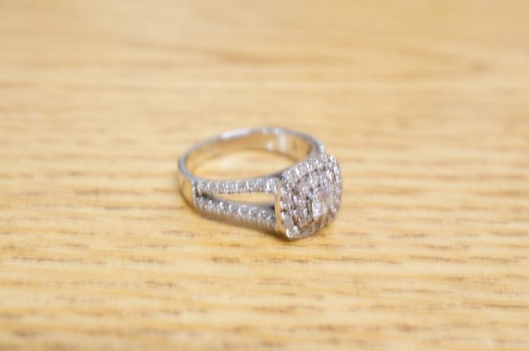 10k Diamond Ring Size 8 Missing 2 Diamonds