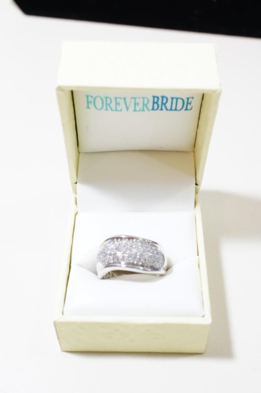 10k White Gold Diamond Ring Size 7.5