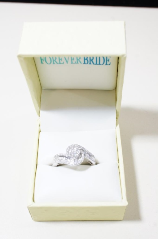 10kt White Gold Diamond Ring Size 7.25