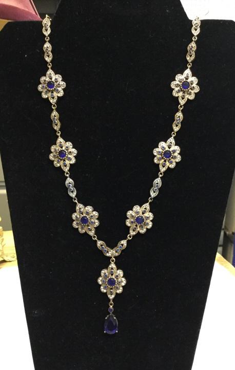 Blue sapphire neclace