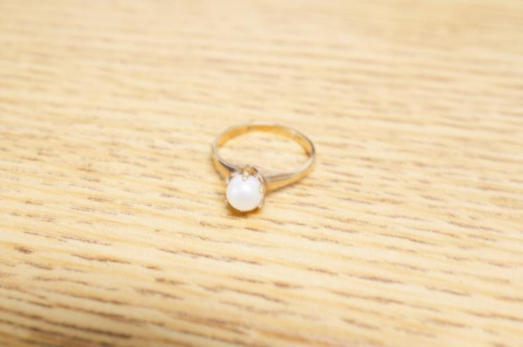 10kt Pearl Ring Size 5