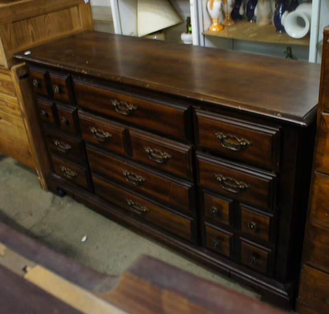 10 Drawer Dresser Bassett Furn. Industries