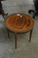 Round Lamp Table With Gallery