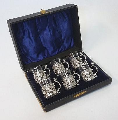 AN EDWARDIAN CASED SET OF SIX SILVER AND GLASS LIQ