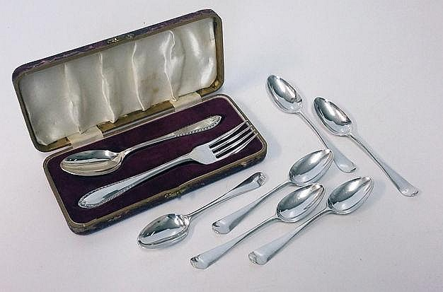 A CASED SET OF SILVER CUTLERY, VINER'S LTD, SHEFFI