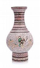 A CHINESE FAMILLE VERTE VASE, LATE 19TH CENTURY th