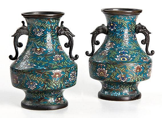 A PAIR OF CHINESE ARCHAIC-STYLE CLOISONNE ENAMEL T