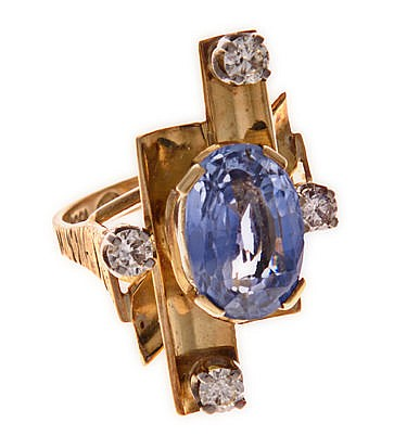 A SAPPHIRE AND DIAMOND DRESS RING composed of three curved stylised rectang