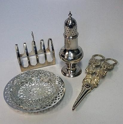 A MISCELLANEOUS COLLECTION OF SILVER ITEMS, VARIOU