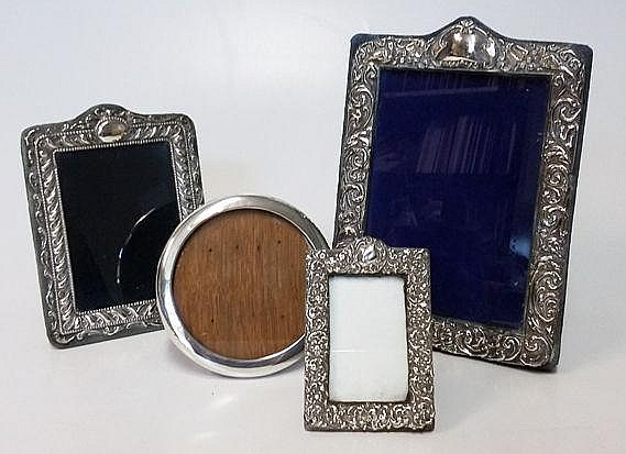 A MISCELLANEOUS COLLECTION OF FOUR PICTURE FRAMES,