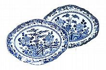 A PAIR OF CHINESE EXPORT BLUE AND WHITE PLATTERS,