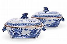 A PAIR OF CHINESE BLUE AND WHITE SAUCE TUREENS AND
