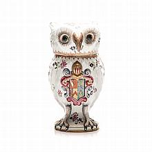 A SAMSON ARMORIAL OWL-SHAPED JAR & COVER, LATE 19TH CENTURY moulded and pai