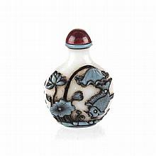 A CHINESE TURQUOISE OVERLAY PEKING GLASS SNUFF BOTTLE each side similarly c