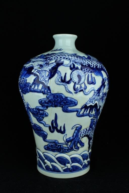 Large Qing Porcelain Blue&White Dragon Vase