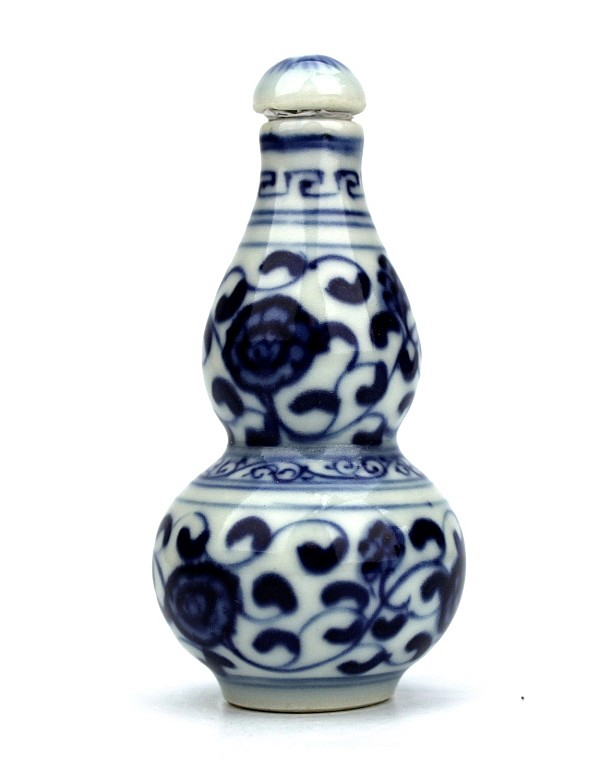 Chinese Qing Blue & White Ceramic Snuff Bottle