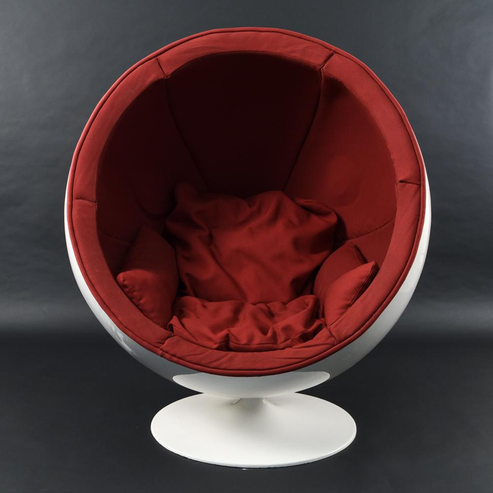 EERO AARNIO BALL CHAIR WITH SPEAKERS